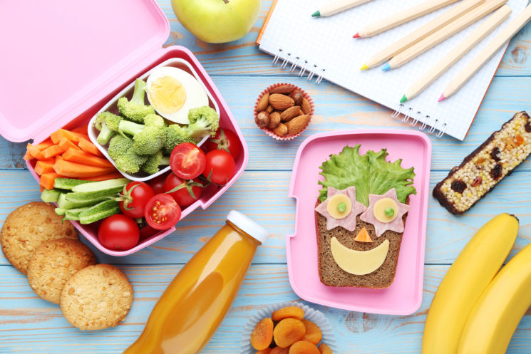 Cómo crear una estación de envasado de almuerzos escolares